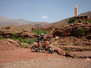 moto au Maroc: Village du haut Atlas